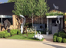 2016 RHS Chelsea Flower Show stand RGB257. 5-Star Tradestand Award, an exhibition of zinc-coated and bronze wire sculptures.